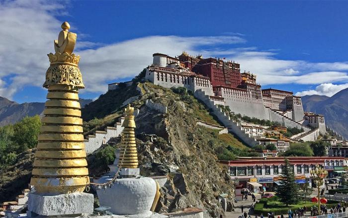 Melalui investigasi di Dharamsala, tim Lab Citizen melihat bahwa malware yang menargetkan warga Tibet berkomunikasi dengan server yang berbasis di Hainan China.