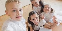 Untuk Para Orangtua, Anak-anak Perlu Diajari Selfie yang Benar dan Aman
